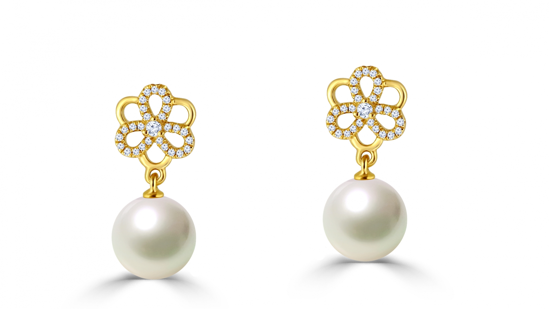 Pearl Earing with 18K YG and diamonds